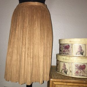 Pleated vegan suede casual modest Skirt size 4